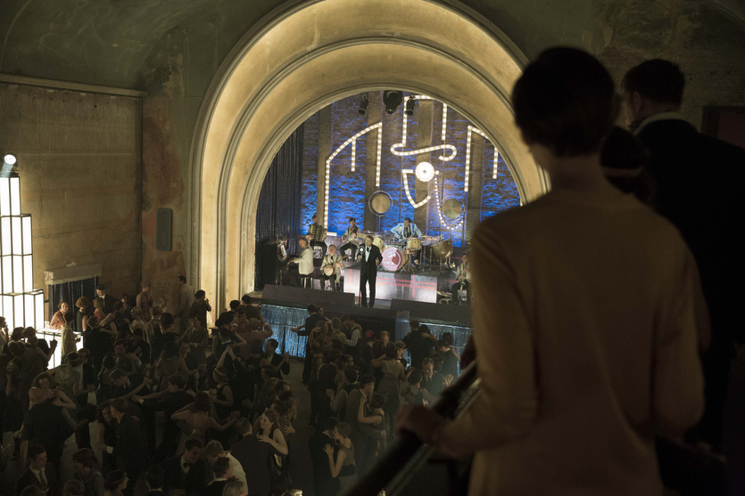 Bryan Ferry Tritt In Babylon Berlin Auf